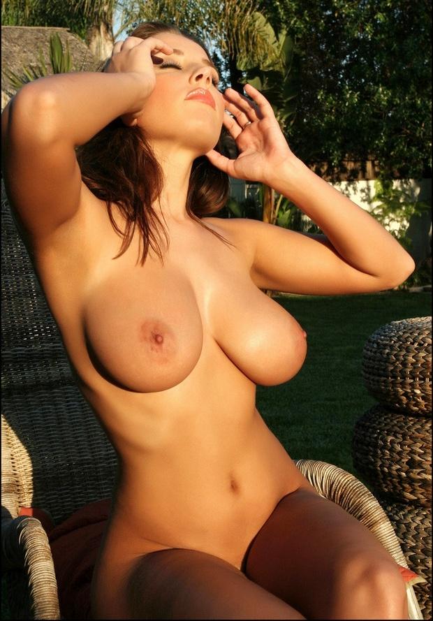 belle amatrice nue du 32 montre ses seins