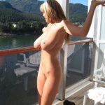 belle amatrice nue du 53 montre ses seins