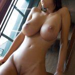 belle amatrice nue du 74 montre ses seins