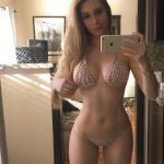 femme nue du 38 montre ses gros seins