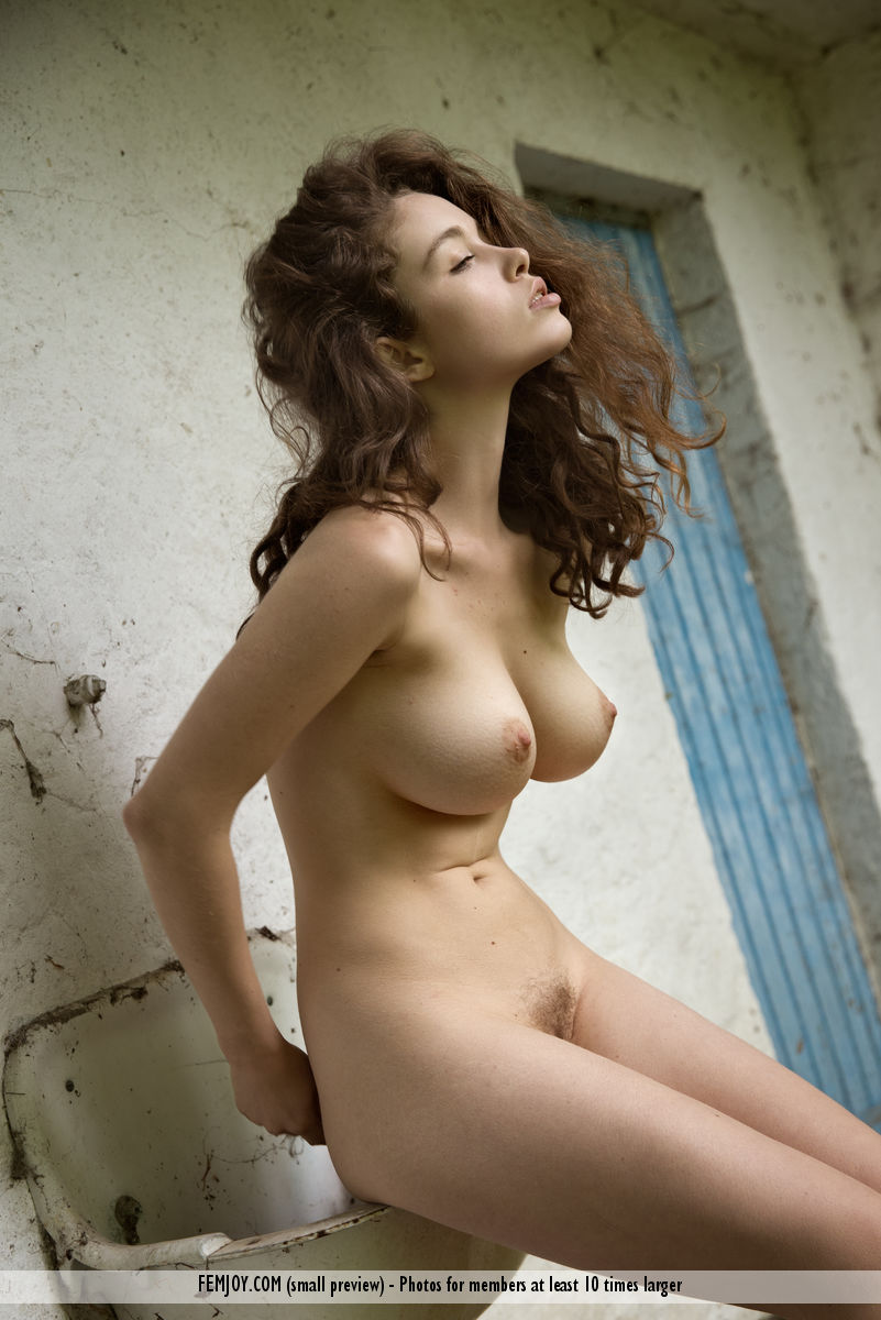 grosse poitrine naturelle amatrice du 65 à baiser