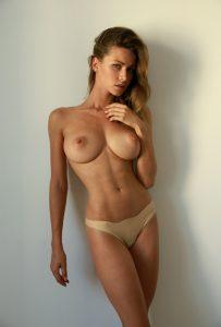 grosse poitrine naturelle femme du 45 pour branlette