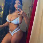 photo femme grosse poitrine nue dans le 136